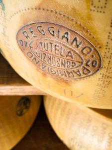 il-parmigiano-reggiano-forma-lightbox