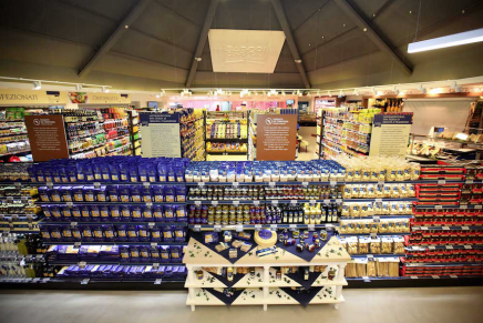 The Conad store in Naples innovates its food offer of Italian specialties